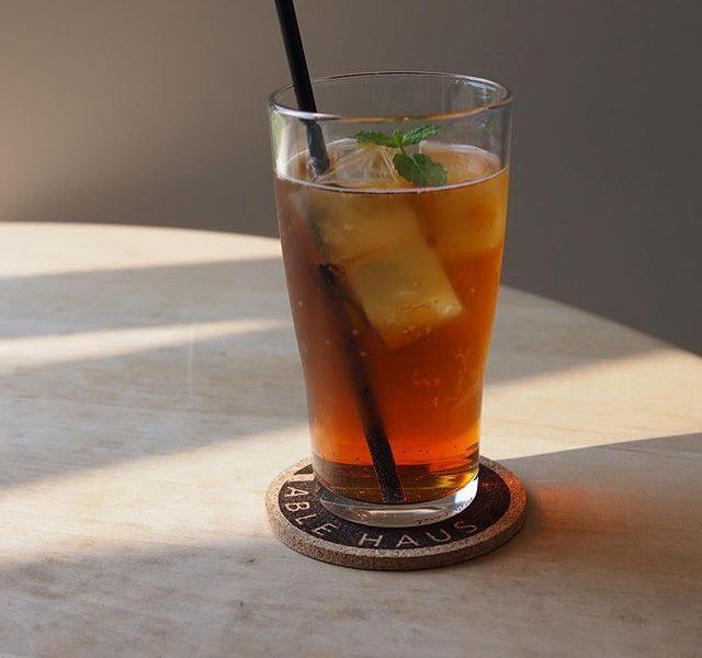 女性の方に人気の多いピーチティーソーダ.甘いピーチの香りとアールグレーティーのスッキリさ。そこに炭酸を加えてしゅわしゅわと口の中でピーチと紅茶の香りが広がります.甘すぎないお味ですーっと体に染み渡る美味しさです.#hausmatsue#TABLEHAUSE#drink#松江カフェ#ティーソーダ#takeout