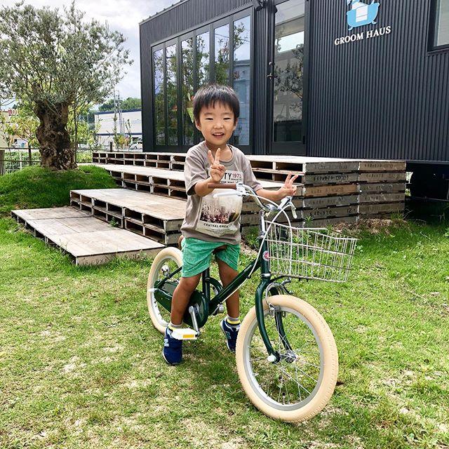 .お子様用モデルのlittle tokyobike.自転車が初乗りという男の子のお客様は大の緑色好きということで、「シダーグリーン」に決めてくださいました🌳男の子女の子問わずマッチする、上品さ溢れるお色味でとても人気です◎ステンレスバスケット、片足スタンドなど実用性デザイン性ともに高いオプションパーツも付けてくださいました。素敵なスマイルもありがとうございます.大人気につき品切れしやすいモデルになります。増税前の駆け込みムードも強まってますのでこのご機会にお早目にご検討くださいませ◎.#littletokyobike#tokyobike#増税前#haus #haus_matsue #hausmatsue #松江カフェ #島根カフェ #松江旅行#島根旅行#松江 #島根 #山陰