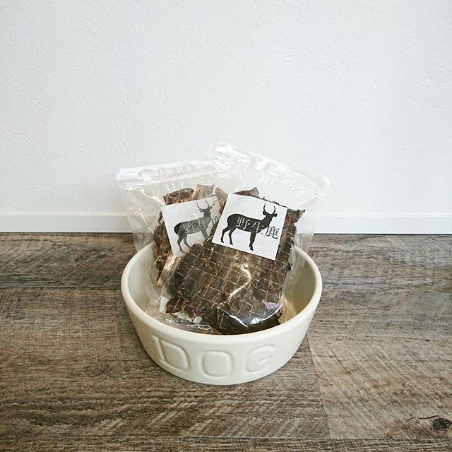 ..【野性鹿シリーズ】..今日は野性鹿シリーズのジャーキーをご紹介いたします。..赤身の旨味が凝縮された高タンパクなジャーキーです..水分が11%と低く、柔らかくて味わいが豊かに詰まっています。..小型犬でも、喜んで食べてくれますよ🐕..GROOM HAUS松江市乃白町20270852-61-2885@groom_haus#松江ペットサロン#松江ペット #松江トリミングサロン #松江トリミング #野性鹿#野性鹿シリーズ#松江#島根#山陰#hausmathue #groomhause