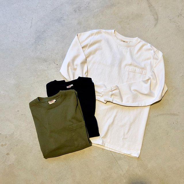 .頑丈で着回しが利くGoodwearのロングスリーブtee。高密度且つ重厚なコットンクロスがボディに使われたアメリカ製らしさが際立つカットソーです。手首が絞られているのでスウェットのような雰囲気でも着ていただけます。長年に渡り愛用できる、持っておいて損なしの一着です。.#goodwear#madeinusa#military#outdoors#haus #haus_matsue #hausmatsue #松江カフェ #島根カフェ #松江旅行#島根旅行#松江 #島根 #山陰