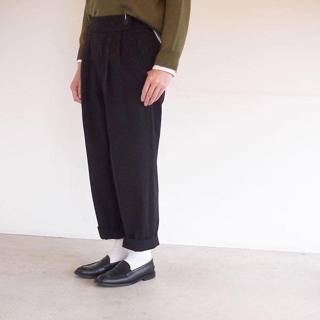 .秋の始まりのコットントラウザー。腰回りはゆとりを持たせつつ裾に向かってテーパードの効いたすっきりしたシルエット。ほんのりマニッシュに仕上げたい日にもおすすめです。color ブラック、ブラウンsize  Ⅰ . Ⅱ . ⅢHÅUSのハウエルのインスタはこちらです︎@haus_howell . . .#margarethowell #highdense cotton twill #trousers#hausmatsue #島根#松江