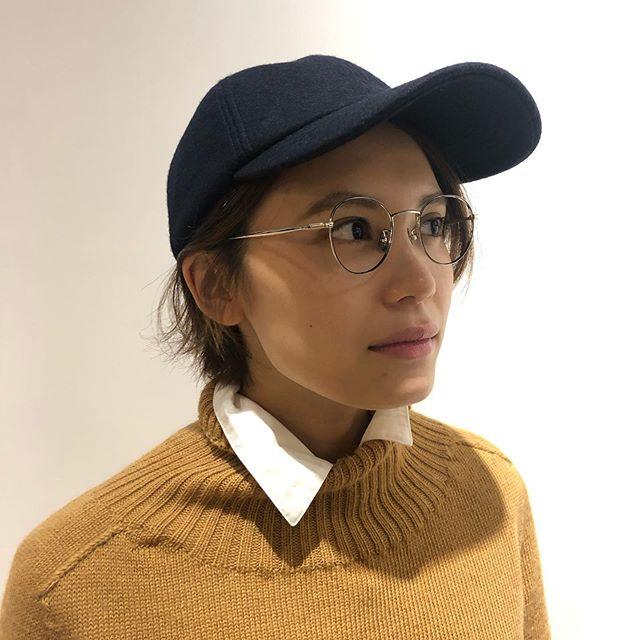 MATURE HA._MILのtrainer cap。軽快なイメージのキャップですが、上質なメルトンウールで品よく仕上がっています。単調になりがちな秋のファッションに取り入れやすいアイテムです。メガネはYUICHI TOYAMAの繊細なメタルフレーム。見た目よりコンパクトなサイズ感で小顔の方にもすんなりはまります。ただ今HAUSではメガネと帽子を色々な組み合わせで楽しんで頂けます。是非お試しください!#hausmatsue #haus_matsue #haus_megane #matureha#yuichitoyama