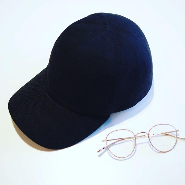 増税前といことでメガネのフレームをいつもよりさらに充実させております。それに加え神戸の帽子ブランドmature ha.(マチュアーハ)より新ラインMATURE HA._MILを中心とした秋冬の帽子たちが入荷しました。HAUSでは期間限定でメガネと帽子をミックスさせたディスプレイをしています。是非店頭でマッチングをお楽しみください。メガネとマチュアーハの帽子を同時にお買い上げのお客様には特別なプレゼントもご用意しております。#haus_matsue #hausmatsue #haus_megane #matureha#マチュアーハ#メガネ#帽子