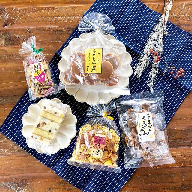 .敬老の日の贈り物にもおすすめ。伊藤軒から秋のお菓子が続々と入荷中です.「コロコロおいも畑」「いもくり坊や」「芋羊かんくるるん」「栗かのこカステラ」「チビどら栗」.お芋と栗にちなんだ秋スイーツを豊富にご用意しております◎日曜の午後のひとときにいかがでしょうか。.#敬老の日#伊藤軒#芋#栗#いもくり#haus #haus_matsue #hausmatsue #松江カフェ #島根カフェ #松江旅行#島根旅行#松江 #島根 #山陰