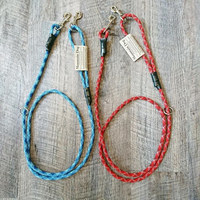 ..【 mountain dog 】 .アメリカ制の登山用のロープを使ったリードです。.付属するリングにフックを引っ掛ける事で、ショルダーリードとしてご使用出来ます◎.多頭飼いのリードとしてもご使用出来ます.《サイズ》 太さ10mm  長さ約205cm..GROOM HAUS松江市乃白町20270852-61-2885open  9:00close  18:00@groom_haus#松江トリミングサロン #松江市トリミング #松江ペットサロン #松江ペット #mountaindog#hausmathue #haus #groomhaus