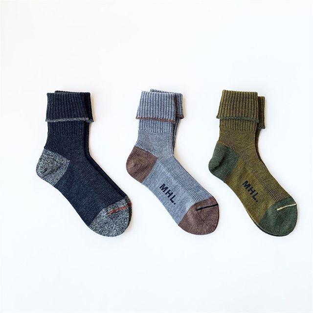 .MHLMELANGE WOOLUKデザインチームと共同で作成されたシンプルな形のウールリブソックス。履き口を折り返してもそのまま履くこともできるデザイン。color チャコール、グレー、カーキ※メンズ、ウィメンズ共に入荷してますHÅUSのハウエルのインスタはこちらです︎@haus_howell . . .#MHL#MELANGE WOOL#socks#リブソックス#hausmatsue #島根#松江