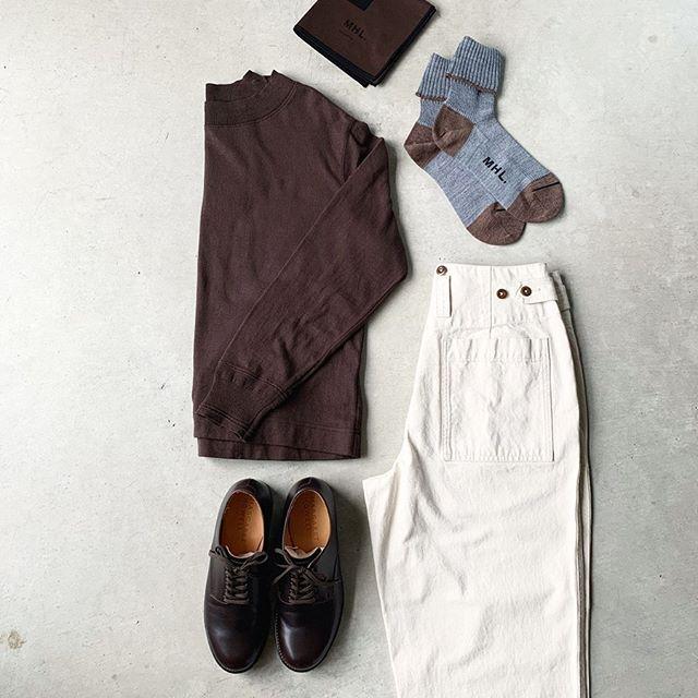 brown季節の色。まずは色から始める秋。コシの強さ、弾力性、吸湿性に優れたコットン素材を使用したカットソー。ゆったりと着れるサイズ感と長すぎない着丈でバランス良くまとまります。color  ブラウン、ホワイト、チャコールsize  ウィメンズⅡ、メンズM、L HÅUSのハウエルのインスタはこちらです︎@haus_howell . . .#MHL#rough cotton Jersey#natural denim#socks#scarf#leathershoes#hausmatsue #島根#松江