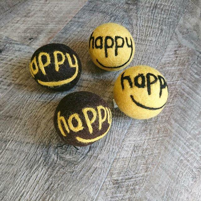 ..【HAPPY BALL】 .ウール100%で出来てるワンちゃんも大好きなボールです。.ウールなので、柔らかく噛みやすくなっております◎.可愛いHappyのロゴがお部屋に転がっていても、オシャレですね .GROOM HAUS松江市乃白町20270852-61-2888open  9:00close  18:00@groom_haus#松江トリミングサロン #松江トリミング #松江ペットサロン#松江ペット#松江#島根#hausmathue #haus #groomhaus