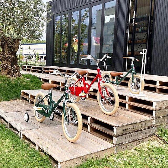 .昨年もクリスマスギフトとして大好評でしたtokyobikeの子ども用自転車littleとpaddleは年末にかけて全国で大人気となり、在庫の確保が難しくなってきます。今年こそはとお考えのお客様、確実に手に入れるためにも少し早めにご予約されてはいかがでしょうか?.HÅUS店頭では子ども用モデル全車種に加え、可愛らしいオプションパーツもご用意しております。お子さまのご試乗もできますのでお気軽にご来店くださいませ◎.#予約受付中#クリスマスギフト#子ども用自転車#tokyobike #haus #haus_matsue #hausmatsue #松江カフェ #島根カフェ #松江旅行#島根旅行#松江 #島根 #山陰