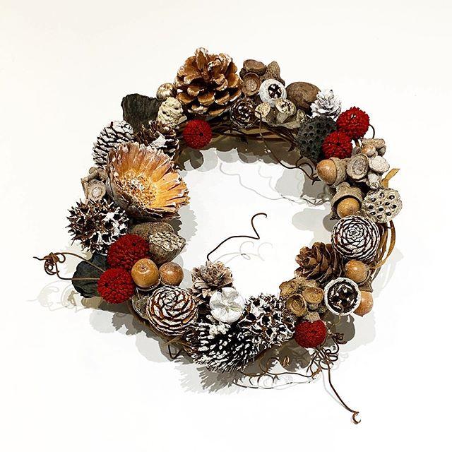 .12月いよいよ今月はクリスマス木の実とプリザをたくさん使ったリースがたくさんできましたクリスマスまでの日々をまずはリースでたのしみましょう︎ ...#christmaswreathe#wreathe#christmas#Xmas#木の実#preserved flower#hausmatsue #島根#松江