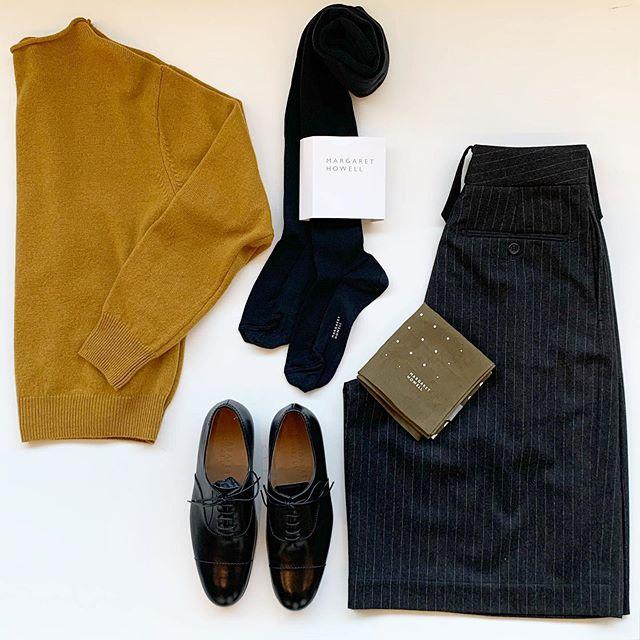 本格的な寒さの到来。ウールのトラウザーもちょうど良い頃です。冬のタイツの時期には少し短めな丈のボトムも良いですね。ターメリックカラーのニットも良い差し色に◎#margarethowell #light flannel#グルカパンツ #twisted wool  cashmere jumper#knit#tights#leathershoes#革靴#hausmatsue #島根#松江
