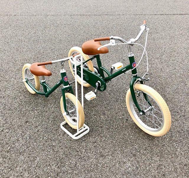 新生活シーズンにtokyobikeデビュー子ども用モデルのtokyobikeもこれからの時期に特に人気に。.小学校低学年まで乗れる「little tokyobike」、2歳から乗れるストライダータイプの「paddle」。ご兄弟揃ってtokyobikeデビューも気分が上がりますね。.試乗も大歓迎でございますので、この週末は是非ともご家族揃ってHÅUSへお越しくださいませ。.#tokyobike#子ども用自転車#littletokyobike#paddle#新生活#試乗もできます#haus #haus_matsue #hausmatsue #松江カフェ #島根カフェ #松江旅行#島根旅行#松江 #島根 #山陰