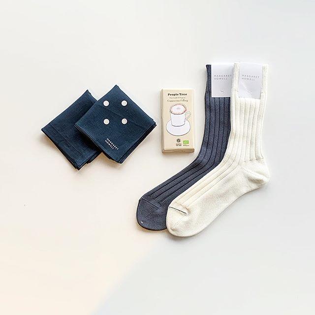 明日はバレンタイン。スーツでお仕事の彼にハウエルのコットンの靴下やリネンハンカチ。おすすめです。#margarethowell #householdgoods #socks#handkerchief#Valentine#peopletree #fairtrade#chocolate#hausmatsue #島根#松江