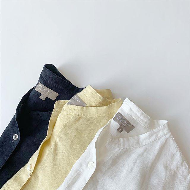 .【HÅUS 通販サイトでも販売中】もうすぐ6月。そろそろ湿度の高い季節です︎ .そんな時期にもその先の夏︎にもおすすめのハウエルのリネンの七分袖シャツ。涼しく、きちんと日焼け対策も。短すぎず程よい着丈そのまま、さらっと着て決まる毎日の定番です。color ホワイト、イエロー、ネイビーsize  Ⅰ . Ⅱ . Ⅲmodel 159㎝size  Ⅰ 着用ます。.【HÅUS 通販サイトでも販売中】本アカウントのプロフィール欄URLからアクセス頂けます。是非、ご覧下さいませ!.#margarethowell #Fine linen#linen#shirt#matureha