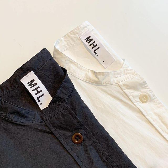 ラミー特有のパリッと感が気持ちいいMHL COTTON RAMIE POPLINタテ糸にコットン、ヨコ糸にコットンラミーの混紡糸を使用したタイプライター素材。薄手ながらハリのあるシャツ地です。リラックスしたシルエットに長めな袖がポイント。color ブラウン、ブラック、ホワイトsize  Ⅰ . ⅡHAUSのアパレルのインスタはこちらです︎@haus_howell . ..#MHL#COTTON RAMIE POPLIN#シャツ#hausmatsue #島根#松江